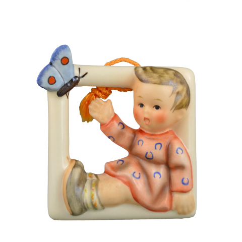 Hum 139 - Wandbild Kind mit Schmetterling